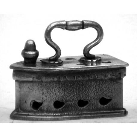 Fer à repasser miniature petit modèle n°1