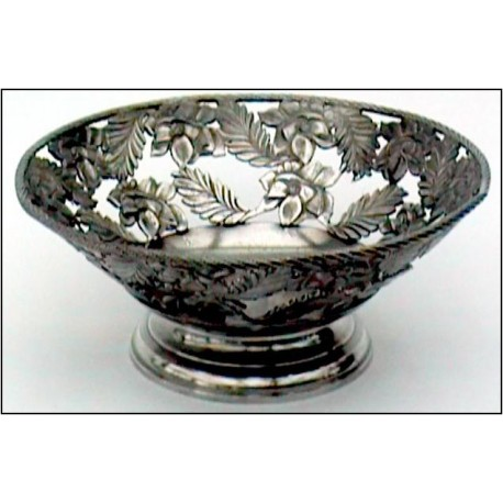 Openworked bowl with flower decor