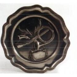 Assiette décor emblème de chasse en étain