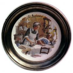 Pewter and faience plate with ironer decor